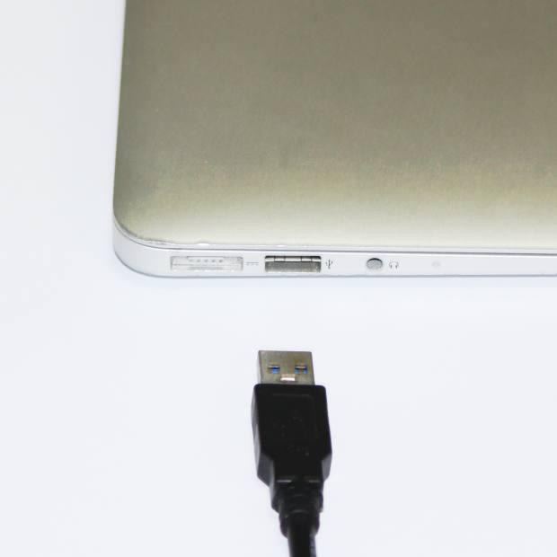 ノートPCへのUSBケーブル接続
