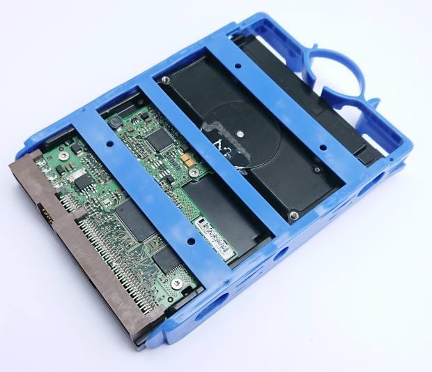 IDEのハードディスクドライブ