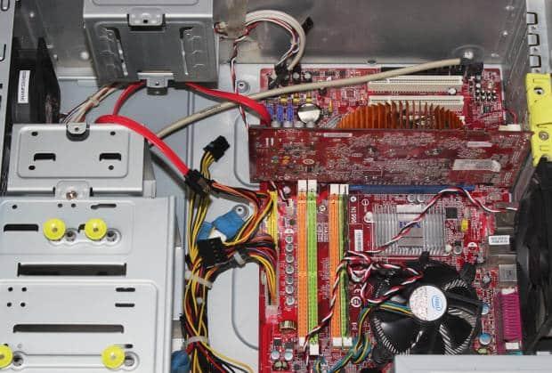 デスクトップパソコンの内部の部品