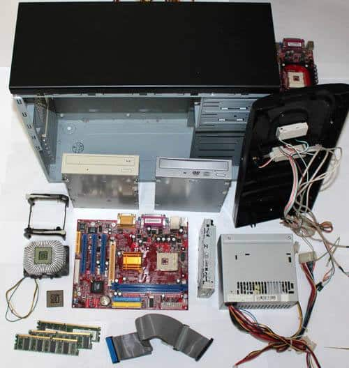 分解したパソコン本体