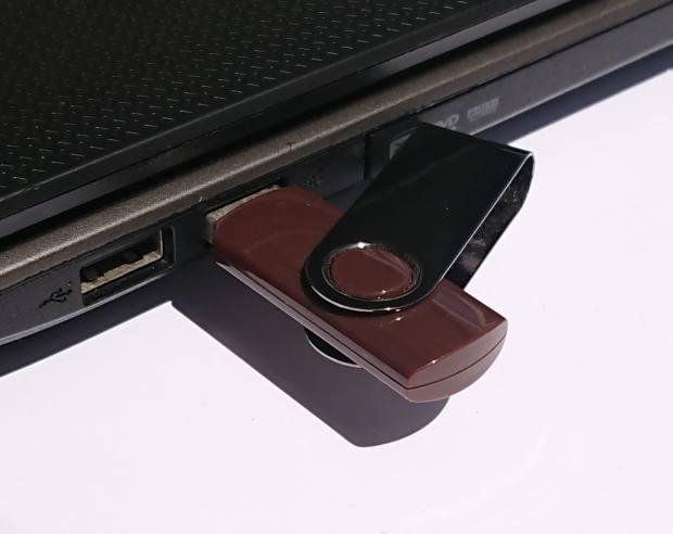 USBメモリーを読みこむ