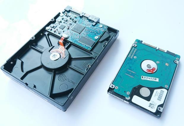 ハードディスクドライブ