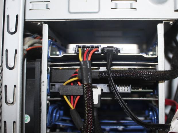 パソコンのディスクドライブ装置