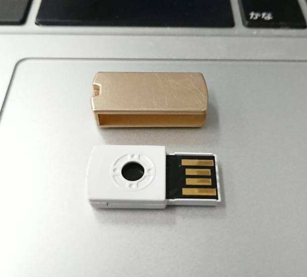 USBメモリのカバー