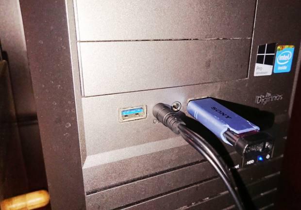 USBメモリの差し込み
